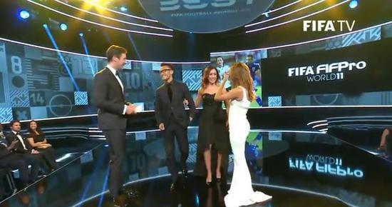 FIFA颁最佳阵容:皇马5席巴萨4席半 诺伊尔独苗