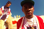玩滑板扮酷 肯达尔和朋友合拍街头嘻哈风写真
